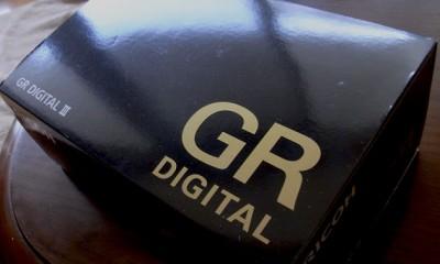 おや、猿ごときがGR DIGITAL IIIを買ったようです。