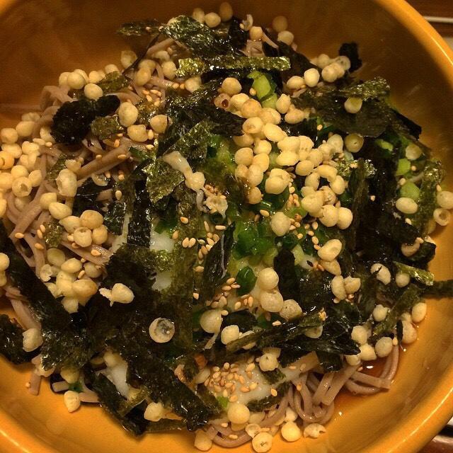納豆とろろ柚子胡椒あさつきもみ海苔揚げ玉ずるずる蕎麦